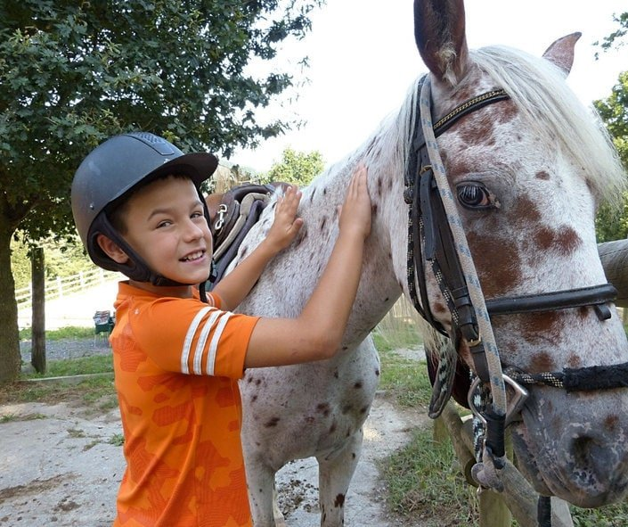 Argiñeta_a_caballo_bizkaia_Euskadi_con_niños_Bekerreke