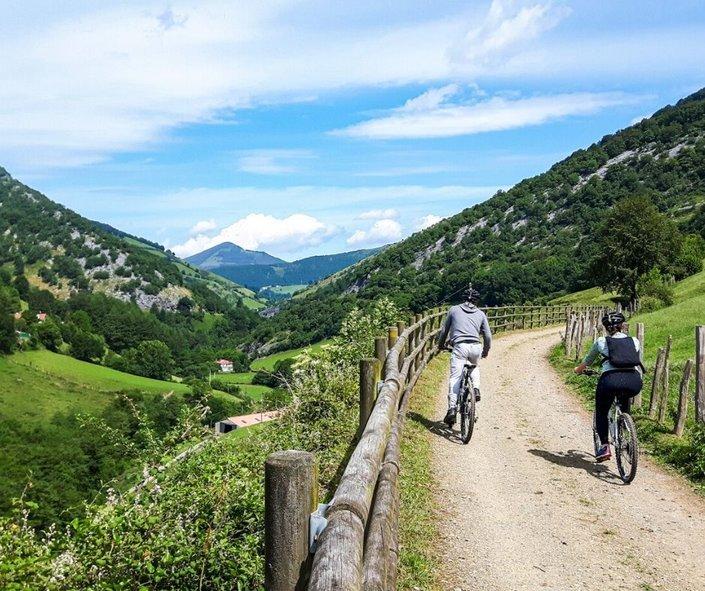 Leitza-Navarra-Euskadi-con-niños-Bekerreke